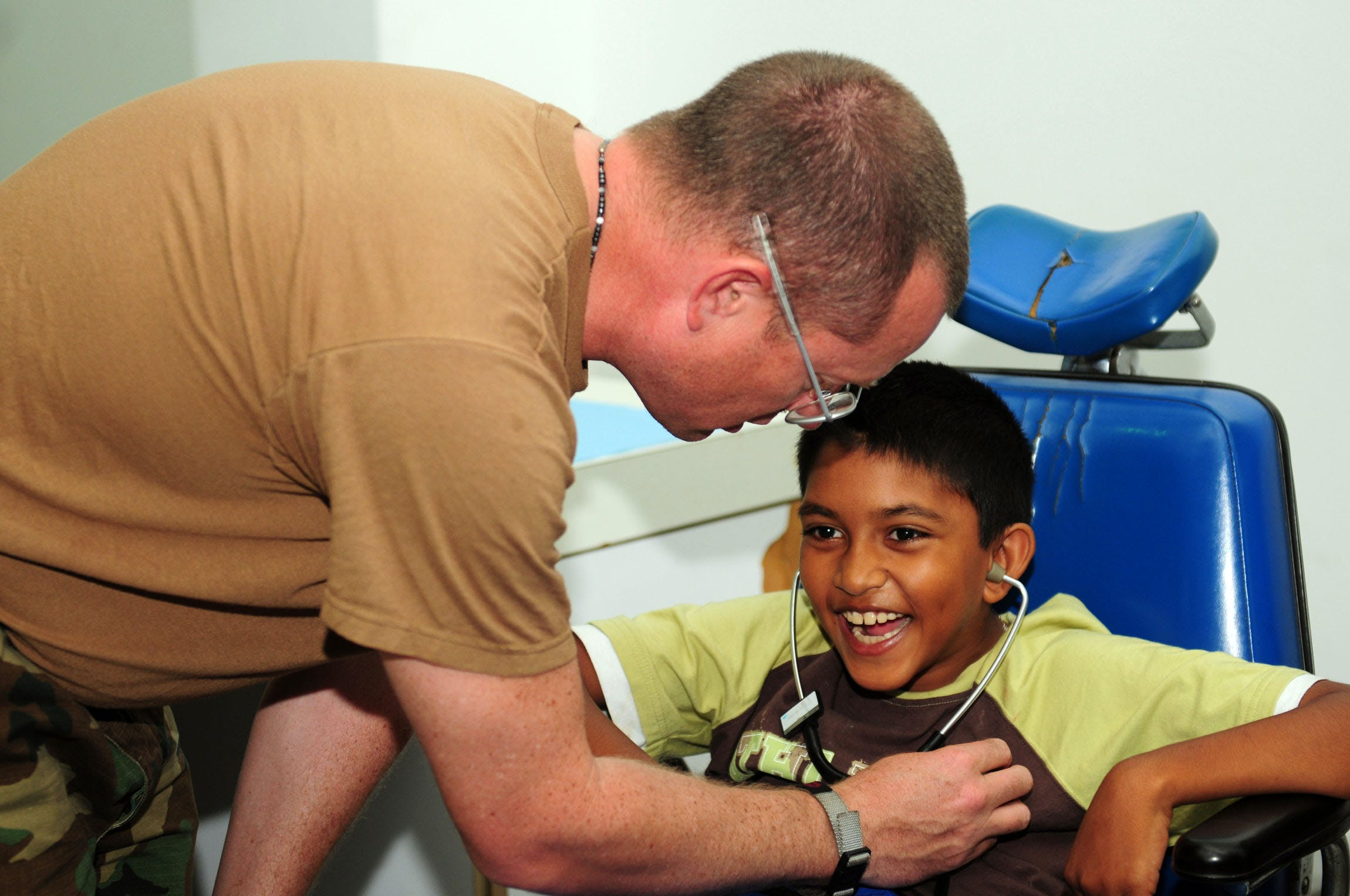 US Navy 081028 N 3173B 027 Cmdr. John King assesses the reflexes of a Cerebral Palsy patient at the Arima District Health Facility as part of the humanitarian civic assistance mission Continuing Promise CP 2008 How do you explain your brain on drugs to someone whos never tried them? Visually of course.