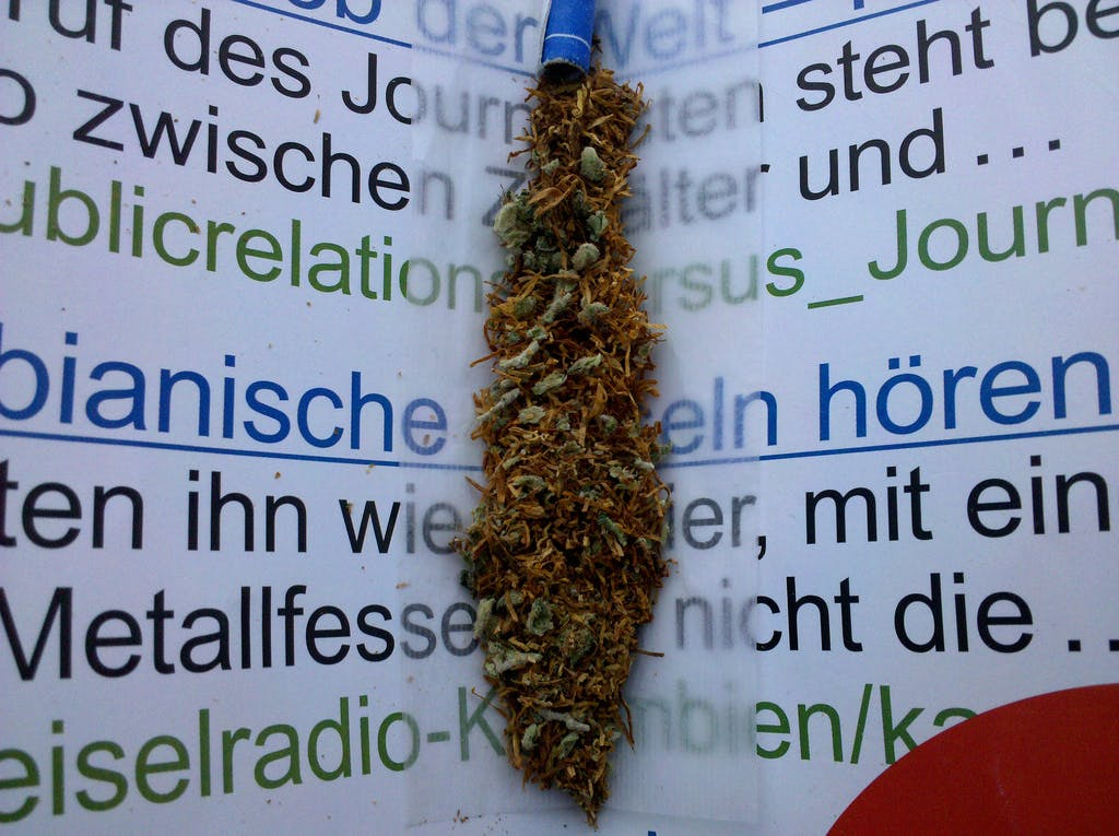 Weed and Tabac How do you explain your brain on drugs to someone whos never tried them? Visually of course.