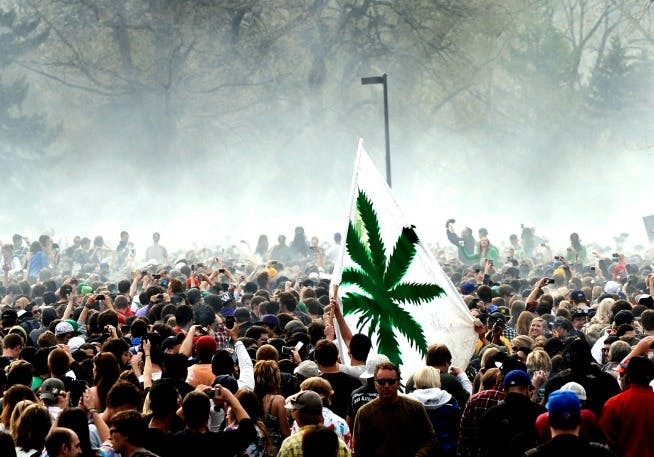20150403 124845 0420SMOKE91 Green Light District for Weed