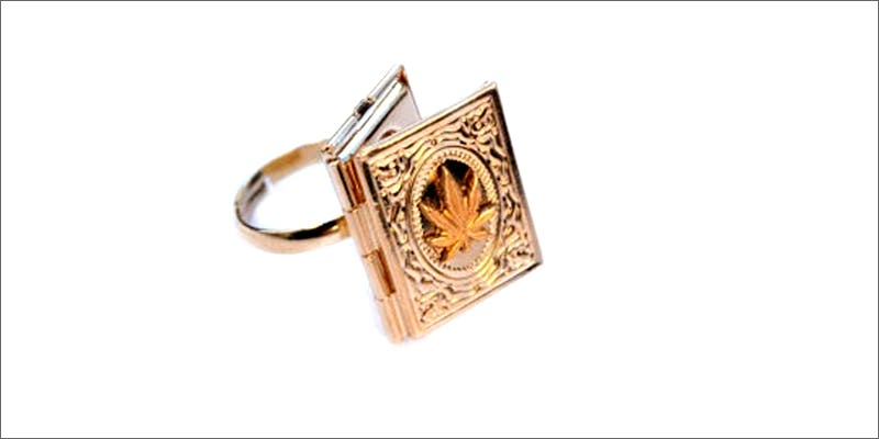 locket Am I Allowed To Take My Cannabis On An Airplane?
