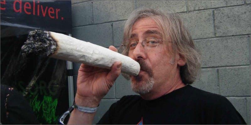 7 giant joint Snoop Roasts Donald Trump