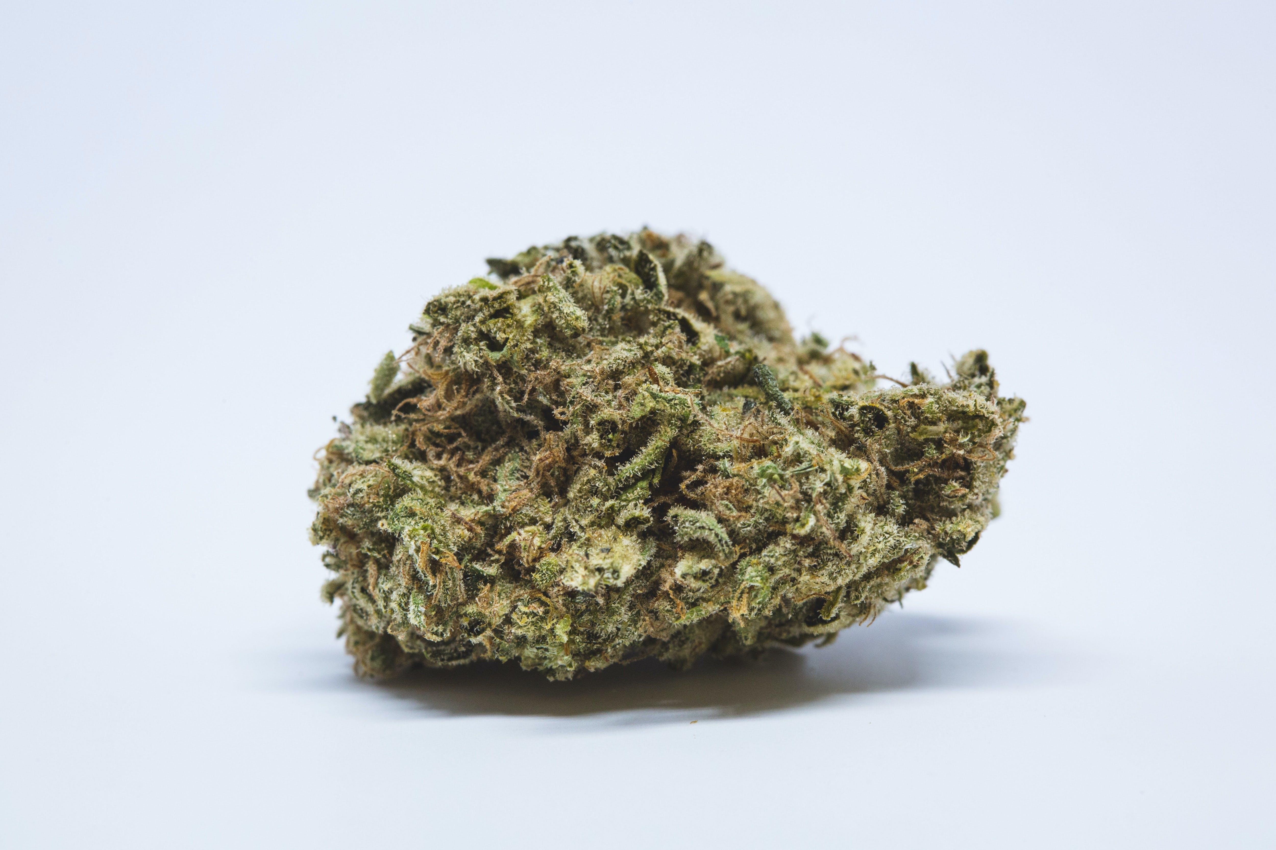 Lemon Haze Weed; Lemon Haze Cannabis Strain; Lemon Haze Sativa Marijuana Strain