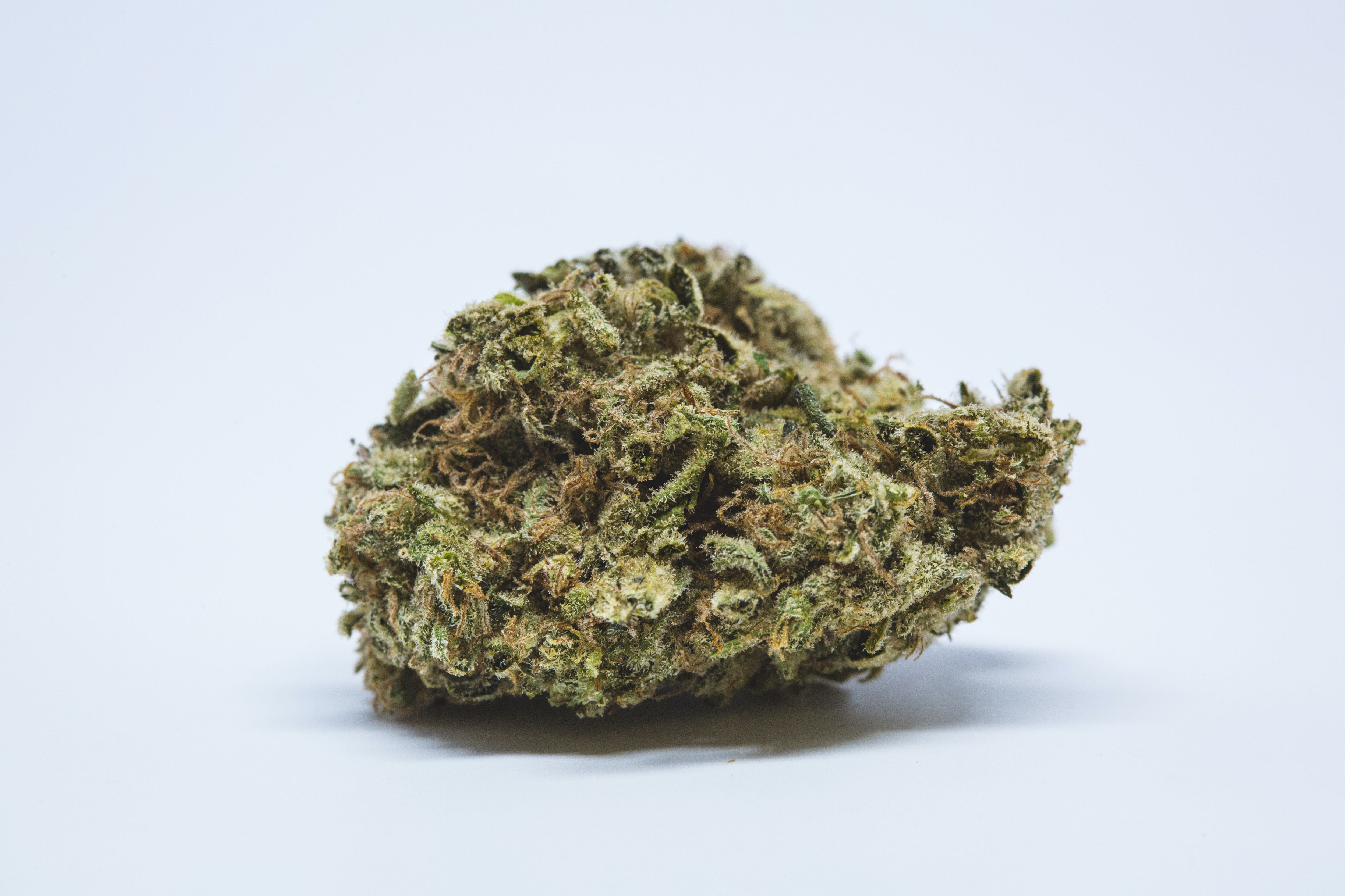 Lemon Haze Weed; Lemon Haze Cannabis Strain; Lemon Haze Sativa Marijuana Strain