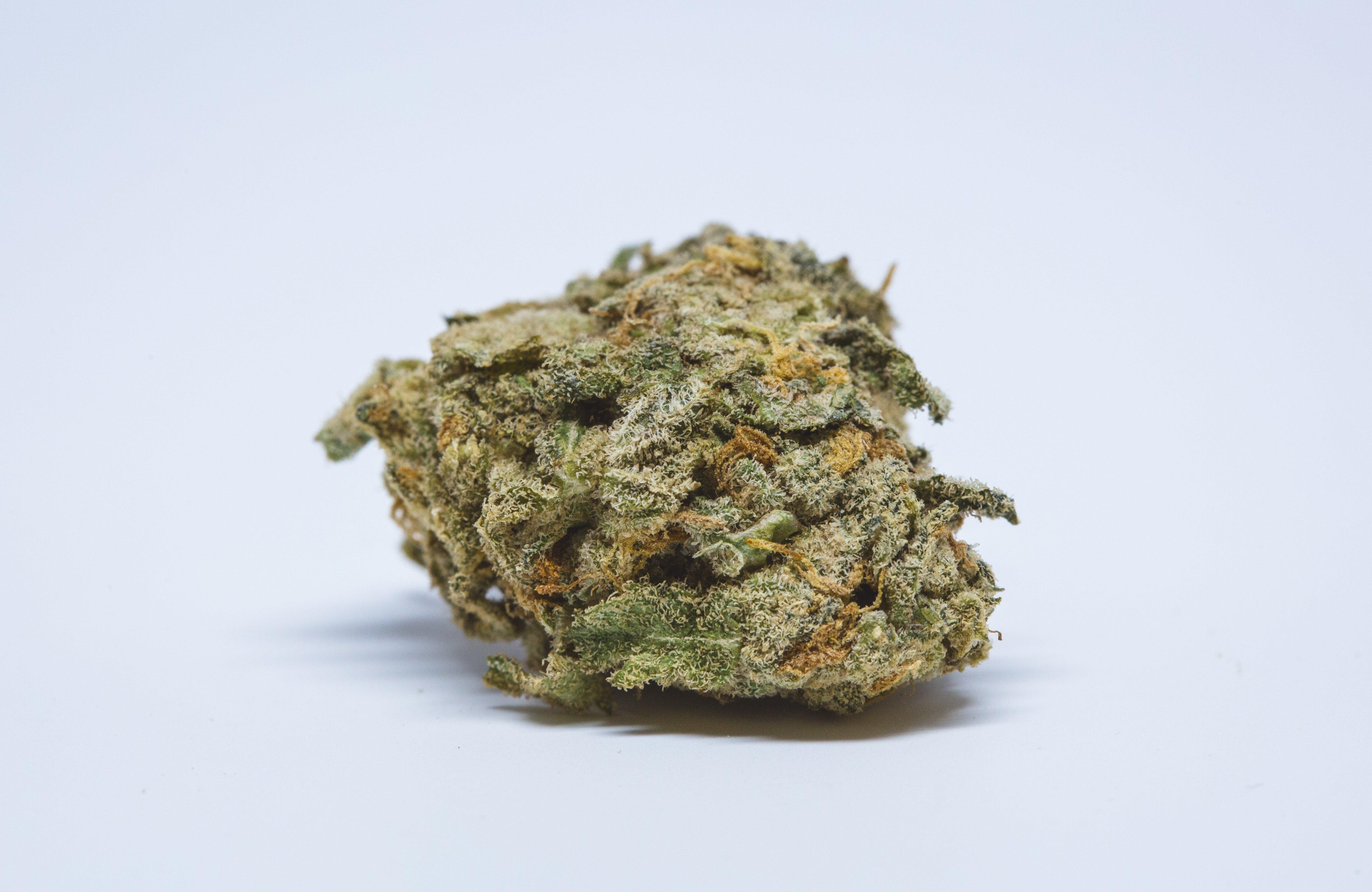 White Rhino Weed; White Rhino Cannabis Strain; White Rhino Indica Marijuana Strain