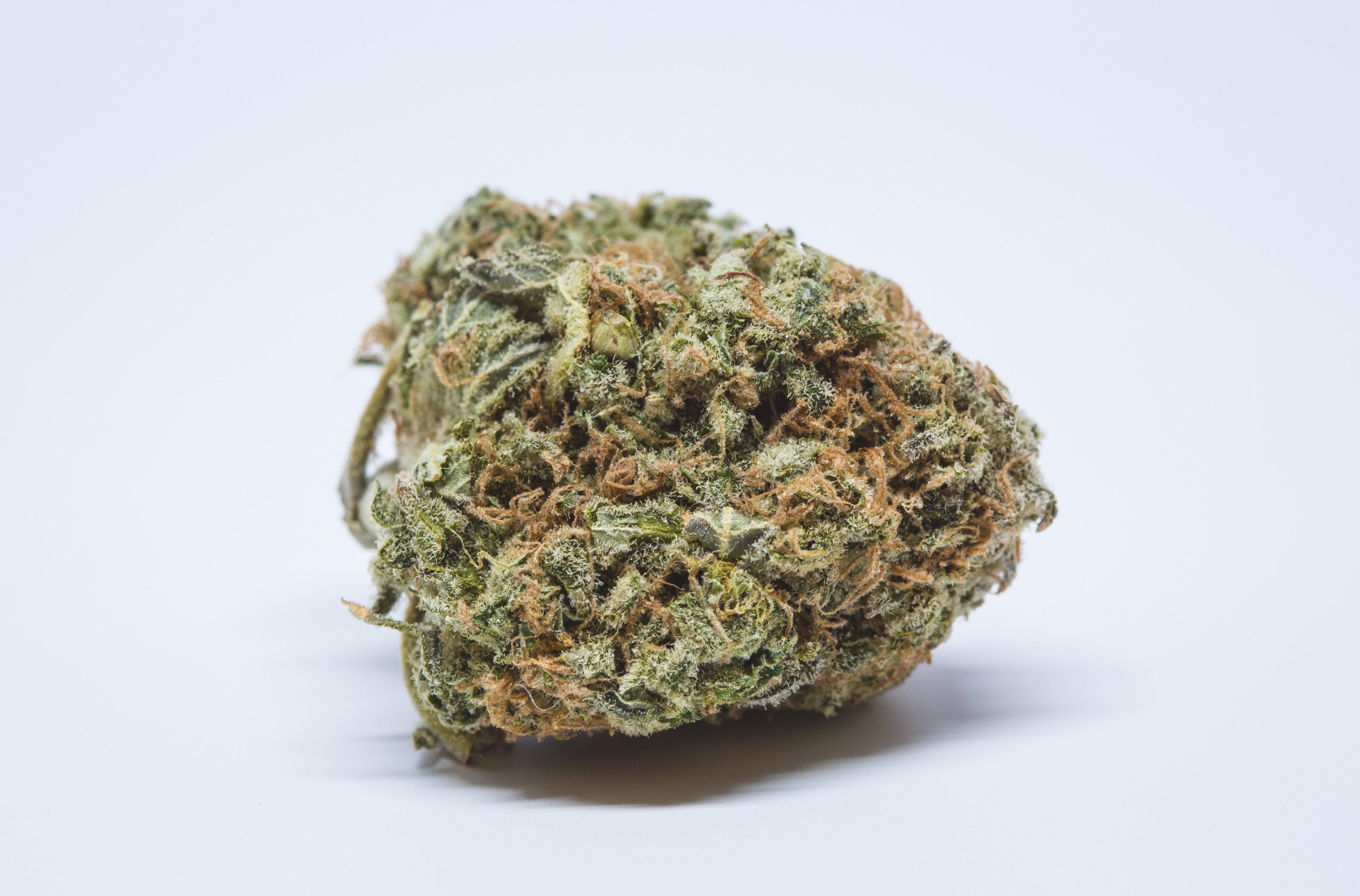 Lemon Larry OG Weed; Lemon Larry OG Cannabis Strain; Lemon Larry OG Hybrid Marijuana Strain