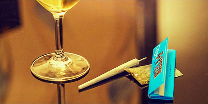 Todays Marijuana User 2 Bongs VS Pipes: Which Is The Best Option For New Smokers?