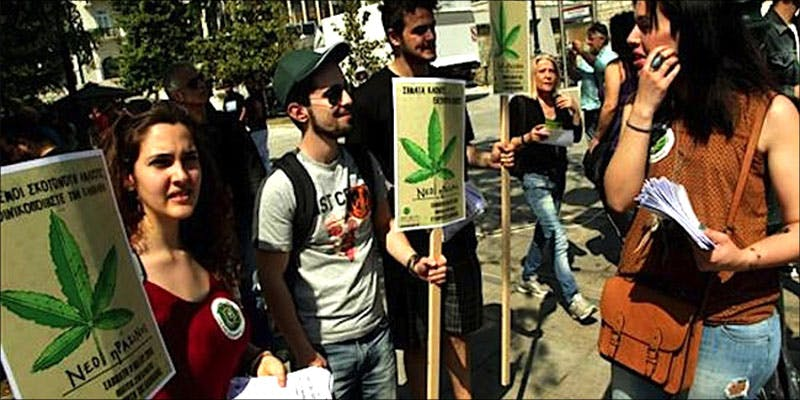 GREECE HAS JUST 1 Bongs VS Pipes: Which Is The Best Option For New Smokers?