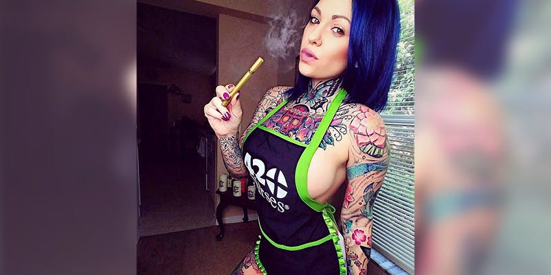 Smoking Hot Cannabis 3 The 420 Nurses Get Paid To Smoke Weed And Look Good