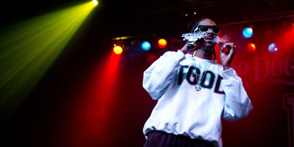 Snoop Dogg And Wiz Khalifa In Concert smoking weed