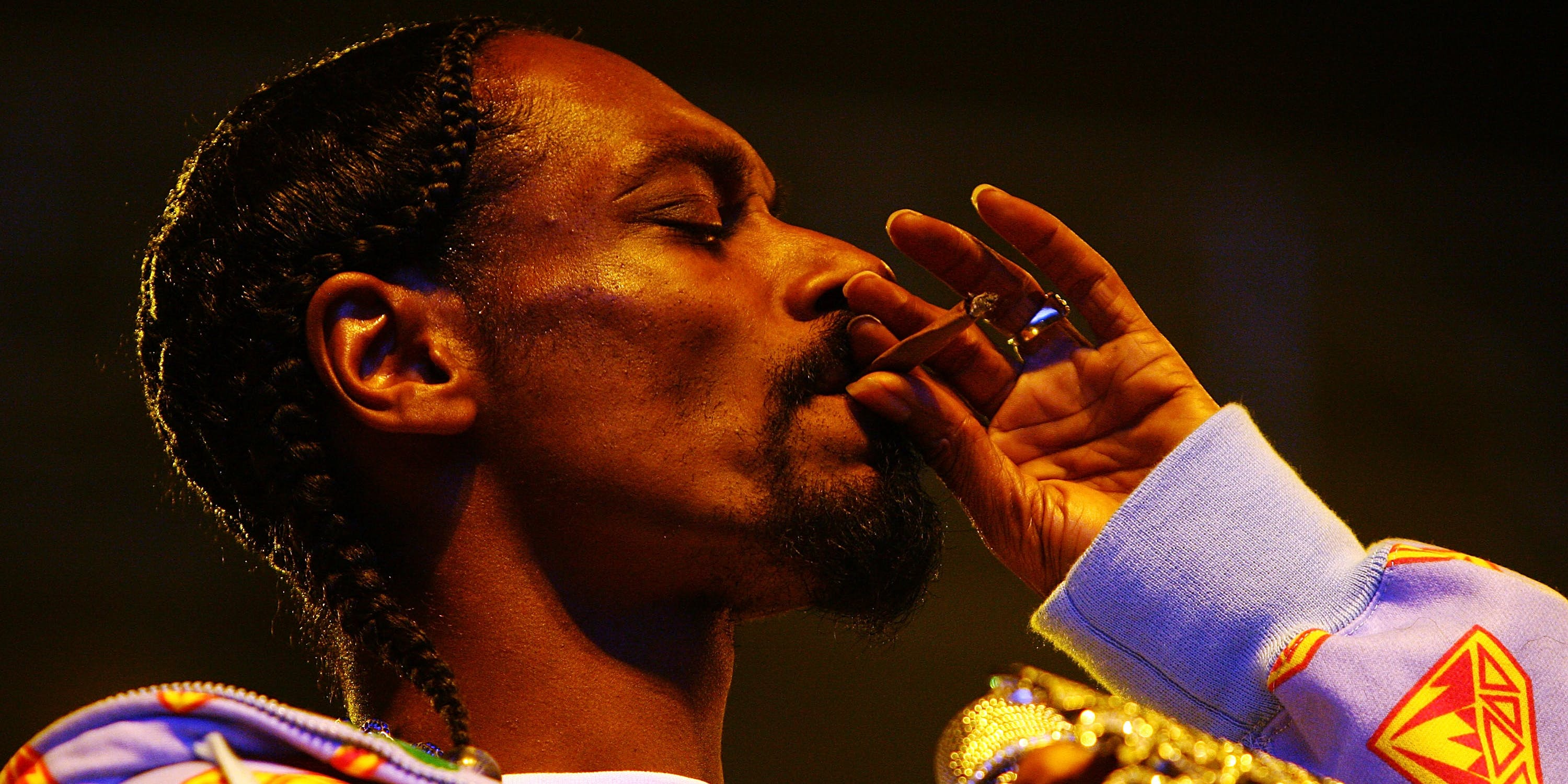 Snoop offers legal help to a teen who retweeted him with a joint