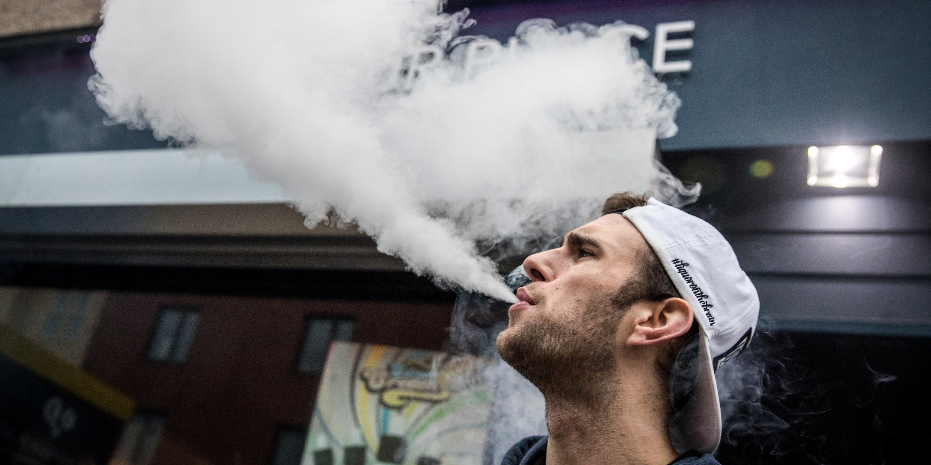 The 5 Best Portable Vapes For Smoking Anywhere, Anytime