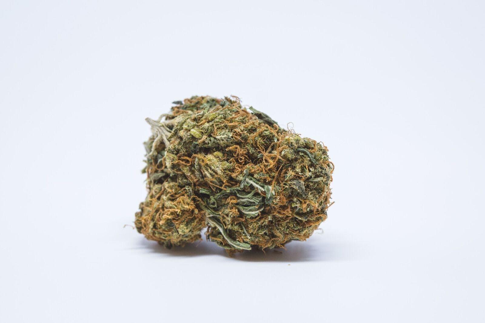 White Lavender Weed; White Lavender Cannabis Strain; White Lavender Hybrid Marijuana Strain
