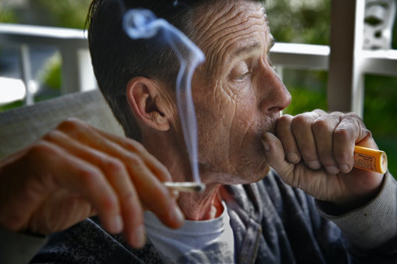 GettyImages 567379777 Can CBD reduce prescription pill intake?