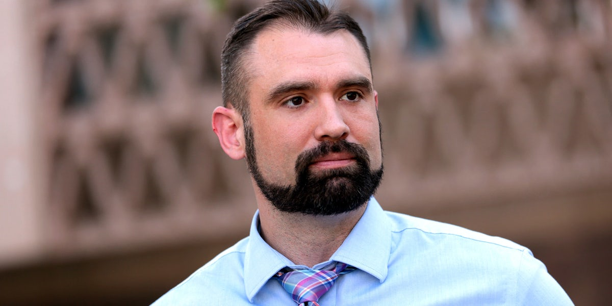 https://images.herb.co/wp-content/uploads/2018/05/Arizona-governor-candidate-fired-from-day-job-for-pro-cannabis-stance.jpg?auto=format&fit=clip&q= 60 & ixlib = реагировать-8.6.4 & w = 1200