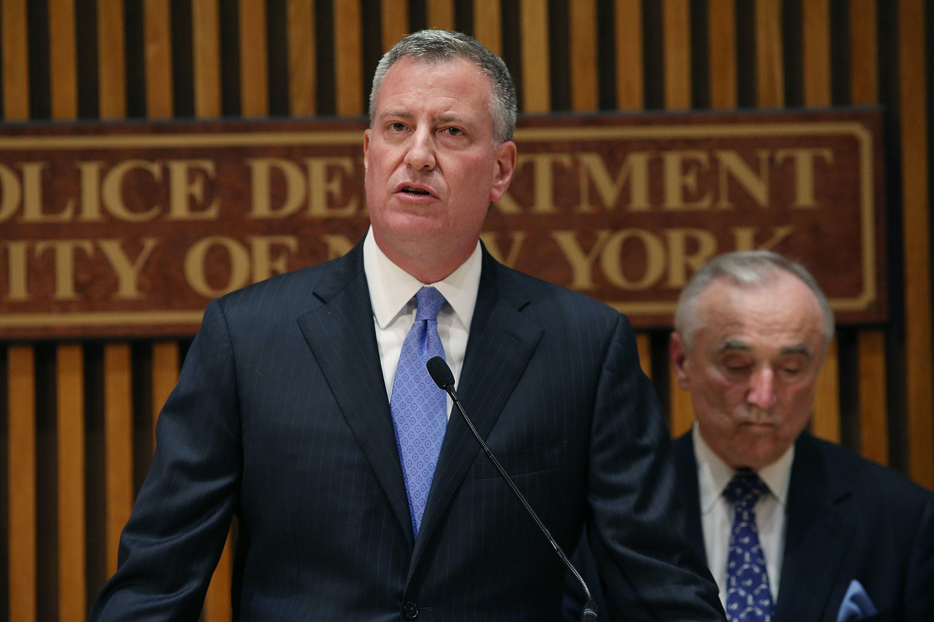 1 New Yorks DEA Chief Tells Mayor de Blasio Marijuana Arrests Will Continue California Considers Licensing Its Own Banks For The Cannabis Industry