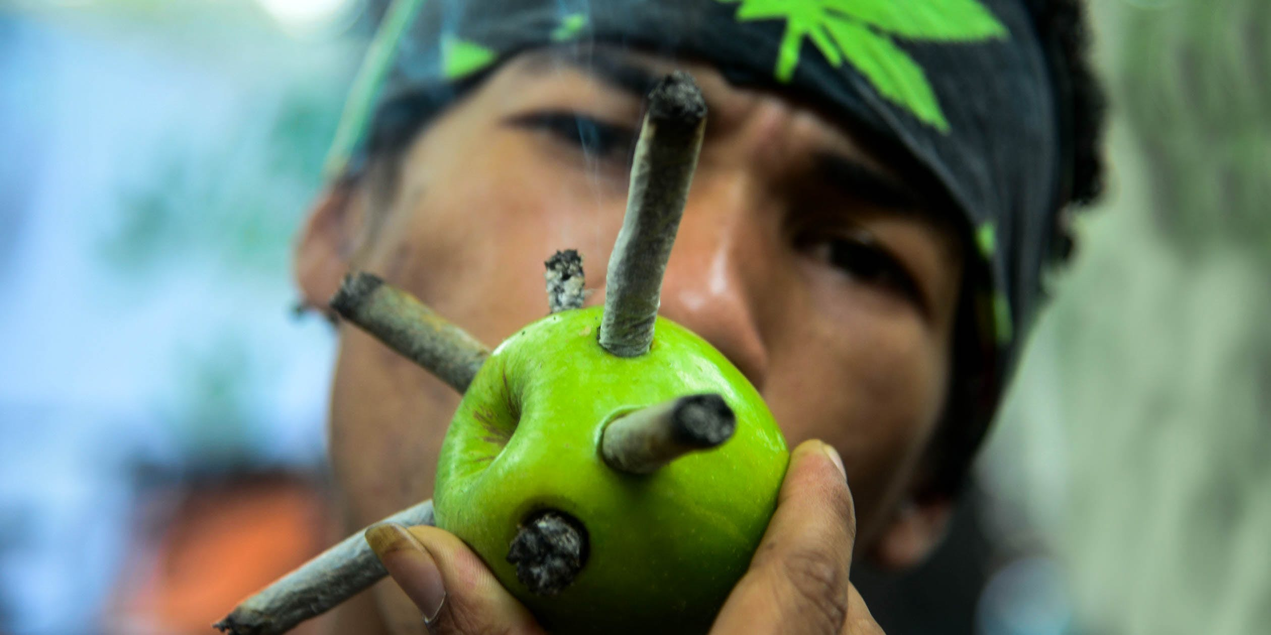 Most DIY Bongs Are Made From Apples And Bottles, Says Survey