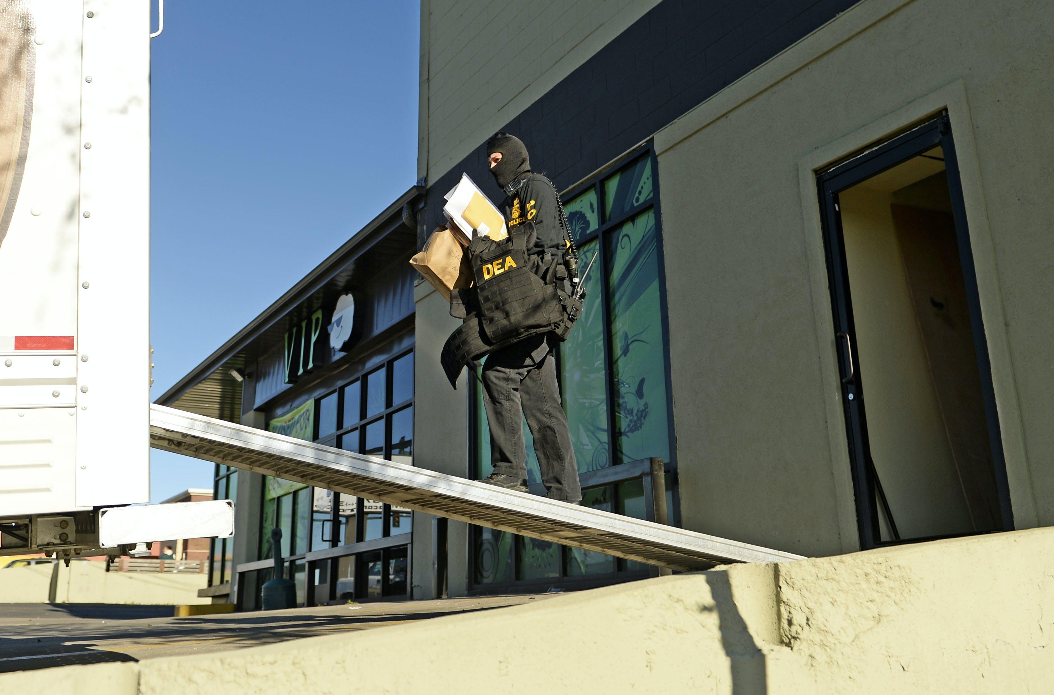DEA raids Green Gorilla vape shop takes legal CBD and 1700001 DEA Raids Green Gorilla in Texas, Takes Legal CBD and $170,000