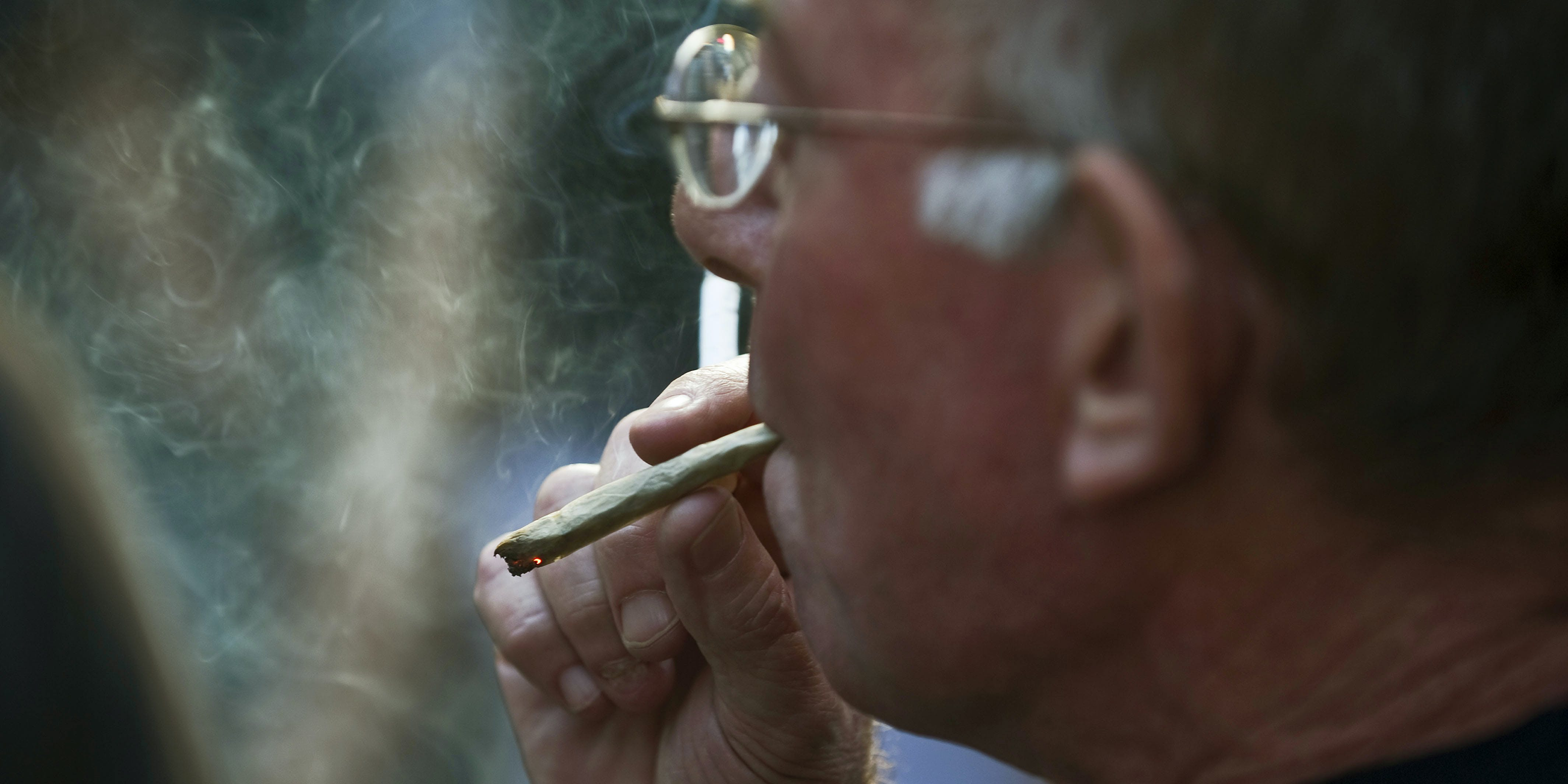 Congress Considers Bill Which Allows Government Employees to Smoke Weed