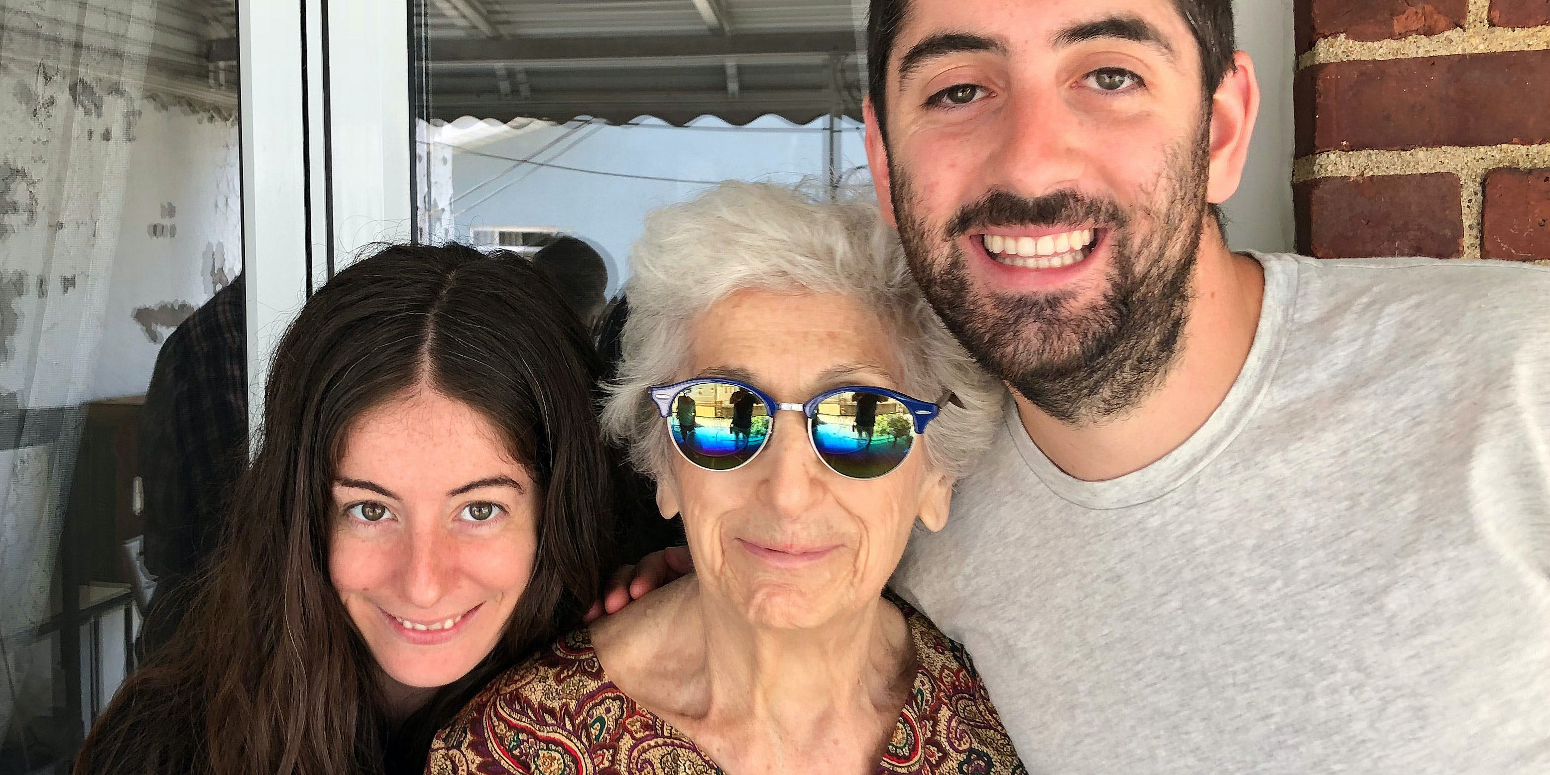 How I Helped My Grandma Treat Her Pain With CBD for Seniors