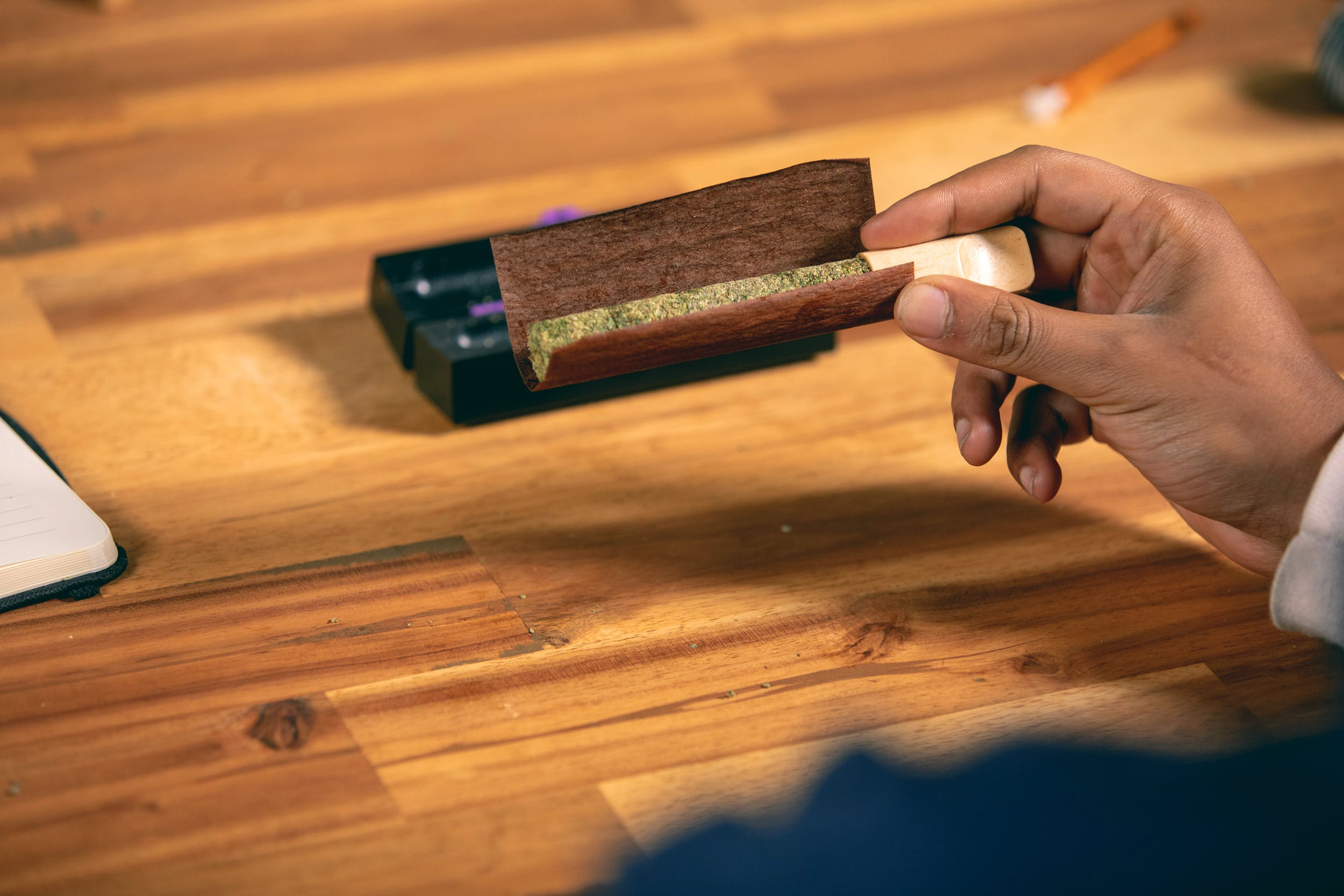 How to Roll a Cannagar 15 How to Make a Cannagar (aka a Cannabis Cigar) like a Boss