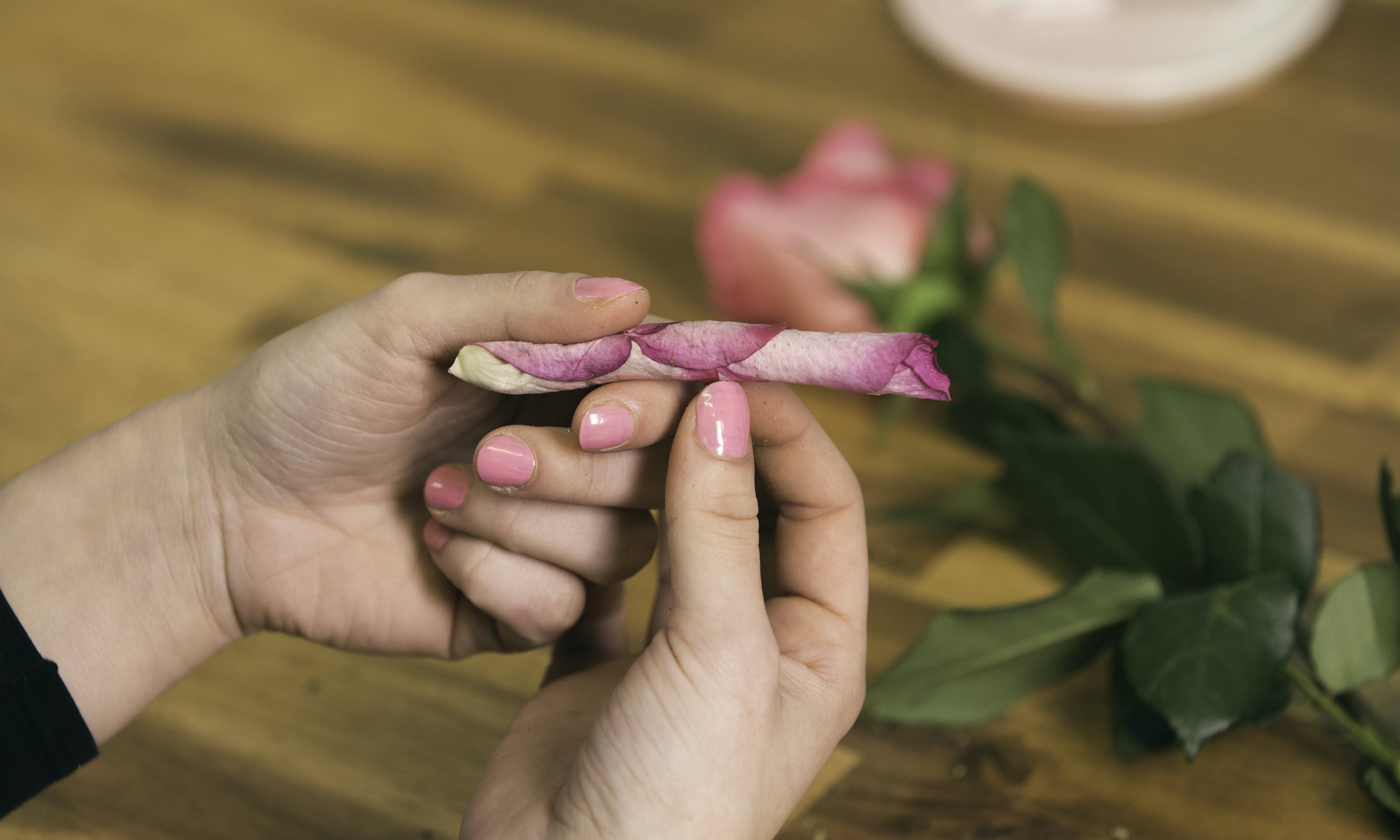 How to Roll a Rose Blunt That is Picture Perfect 05 e1541804443524 How to Roll a Rose Blunt That is Picture Perfect