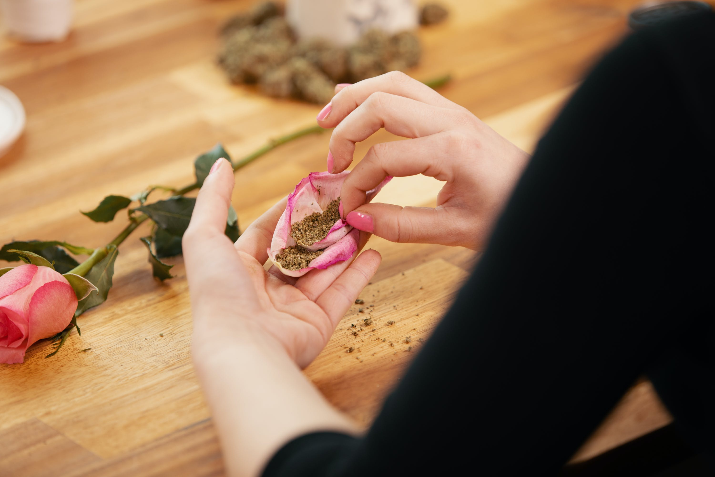 How to Roll a Rose Blunt That is Picture Perfect 10 e1541802254442 How to Roll a Rose Blunt That is Picture Perfect