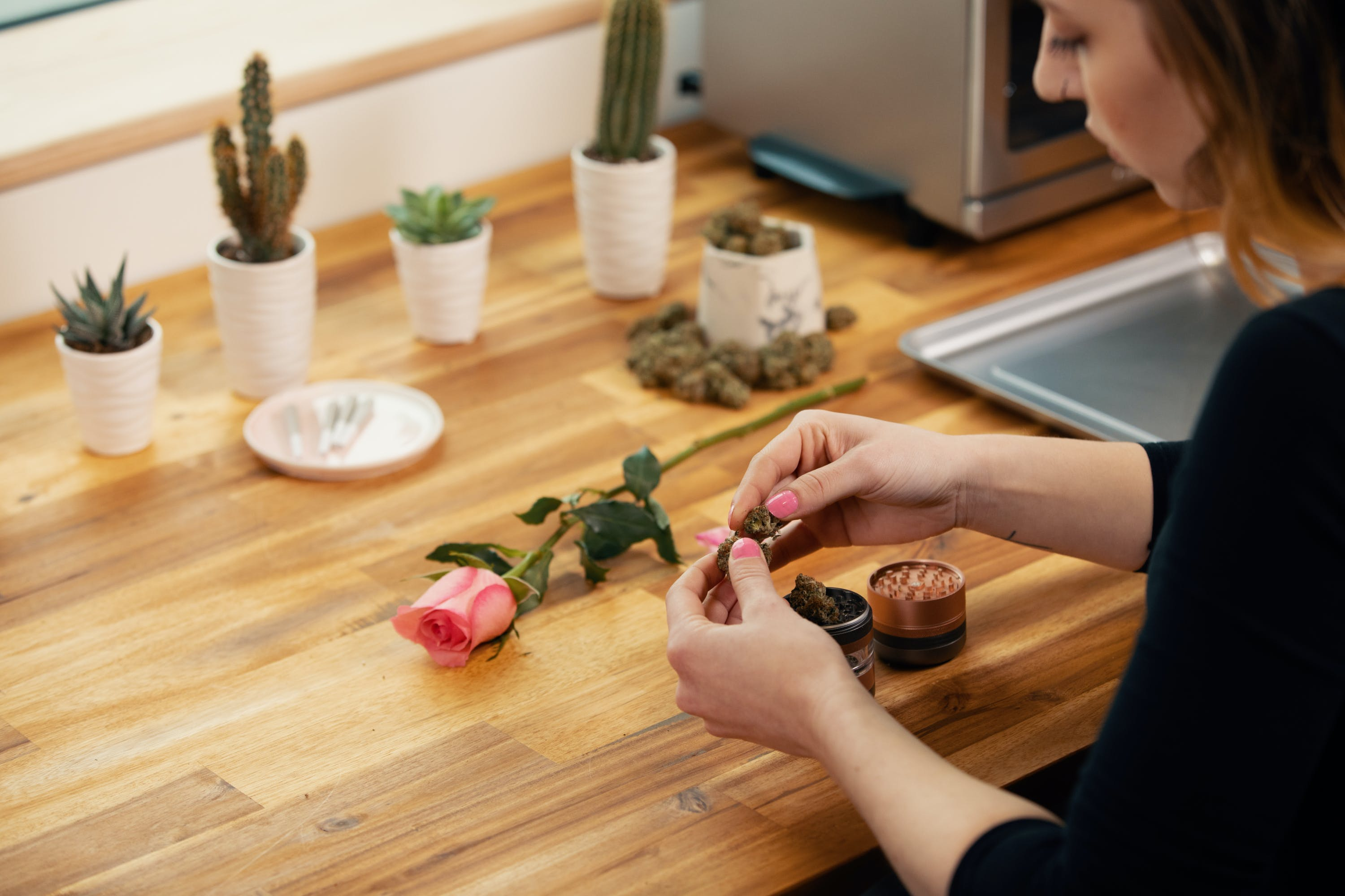 How to Roll a Rose Blunt That is Picture Perfect 9 e1541802735912 How to Roll a Rose Blunt That is Picture Perfect