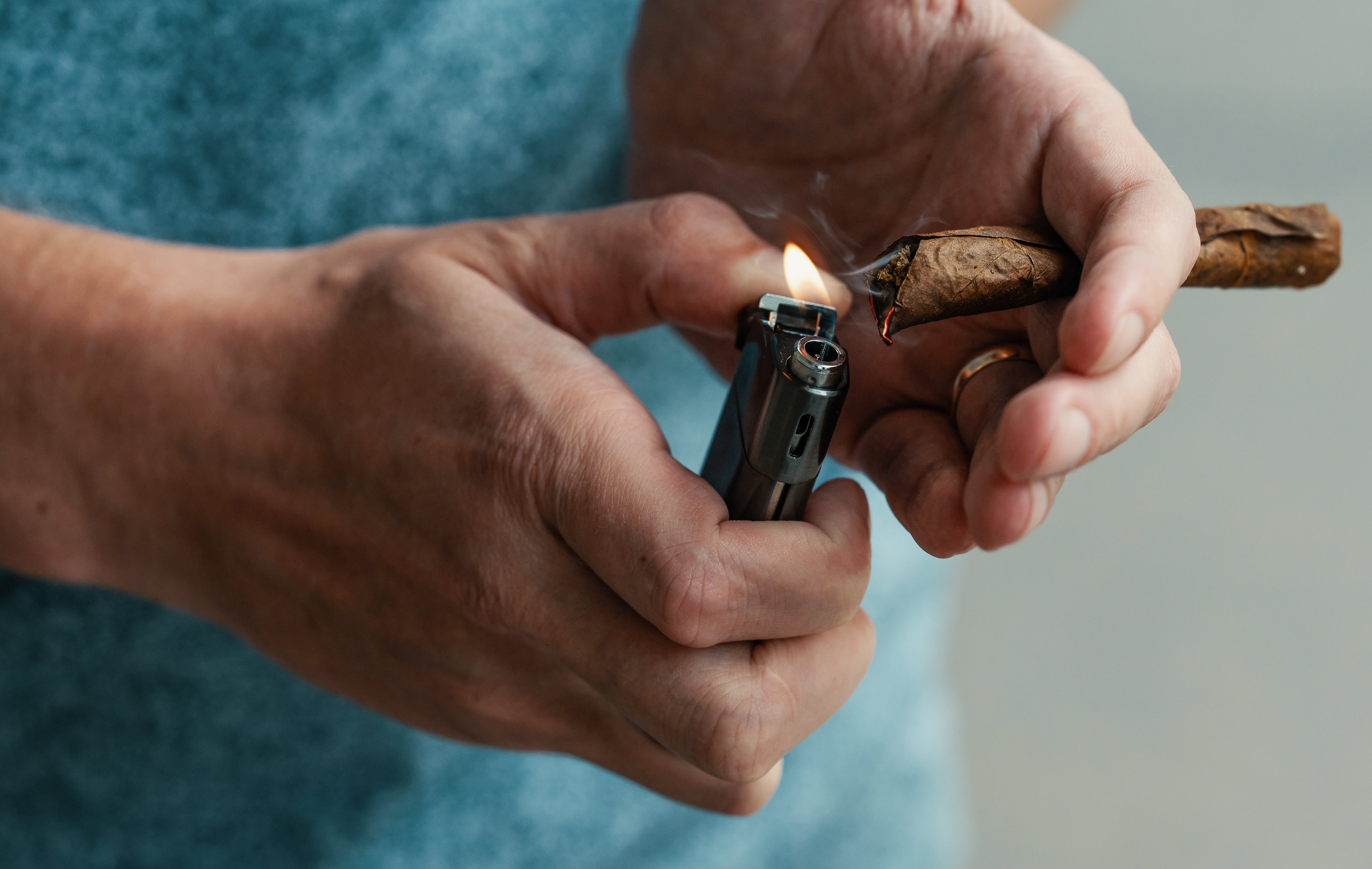 In this article, we feature the 10 best tobacco-free blunt wraps. Here, a man is shown lighting a blunt