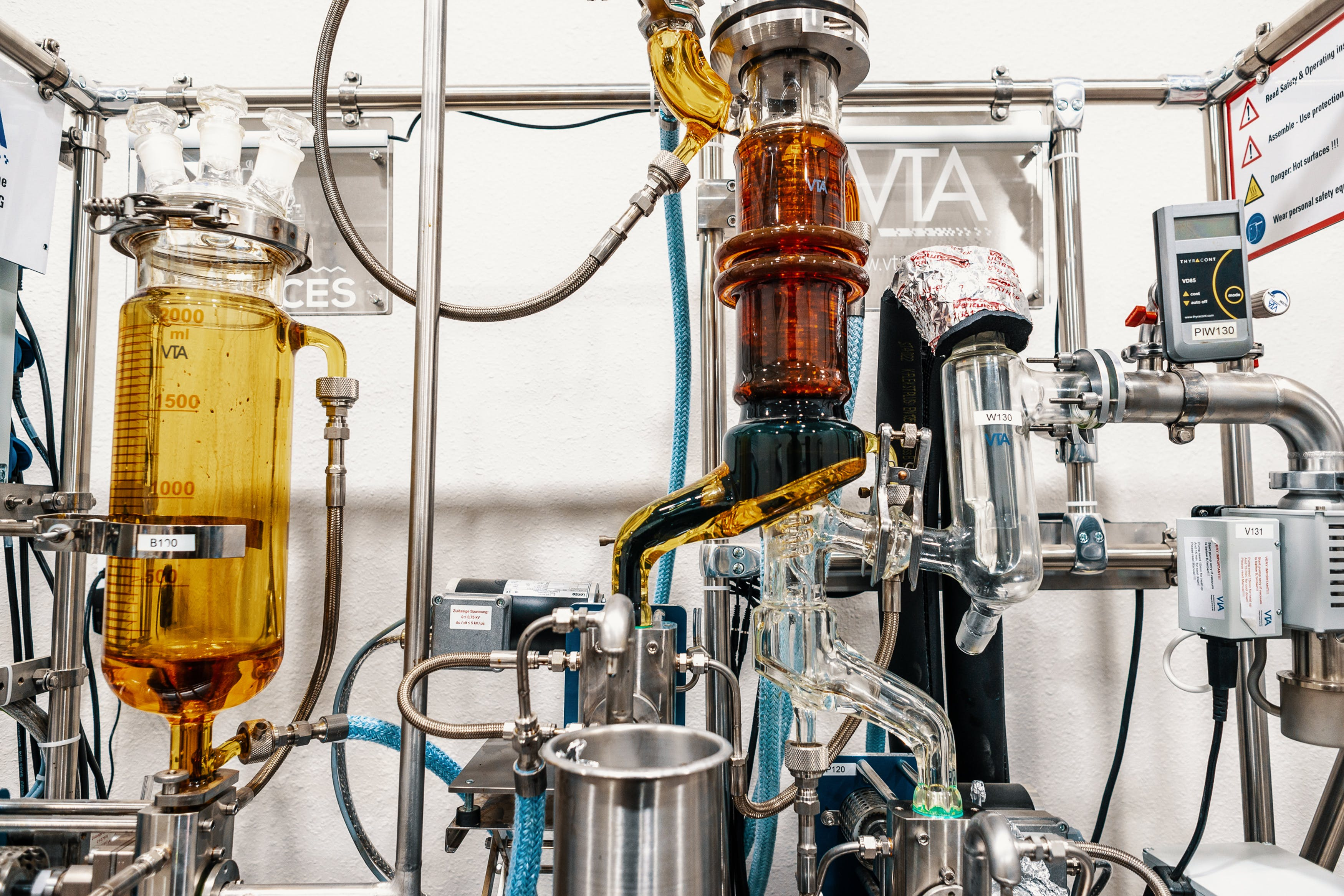 Ethanol Extraction vs. CO2 Extraction How Do Your Oils Get Made 2 Ethanol Extraction vs. CO2 Extraction: What Is The Best Way To Make Hemp Oil?