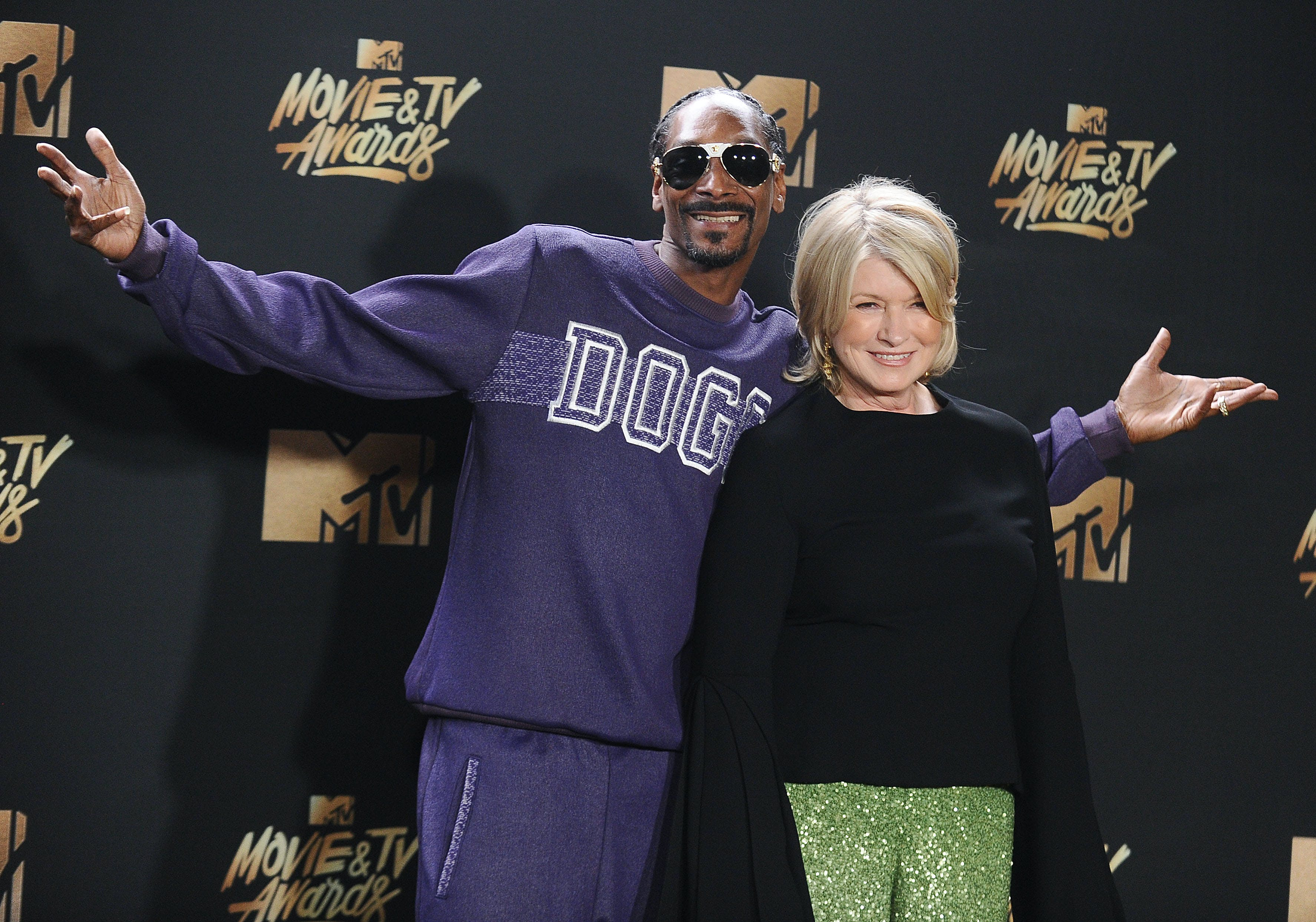 Martha Stewart and Snoop Dogg pose together